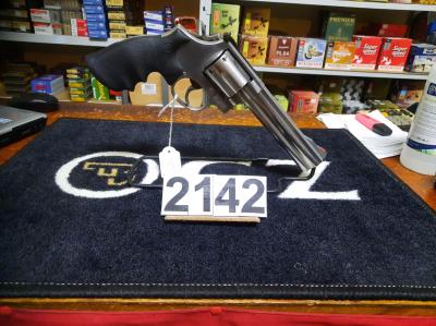 Revolver S&W 686 '' crosse caoutchouc round butt calibre 357 mag au prix de 475€