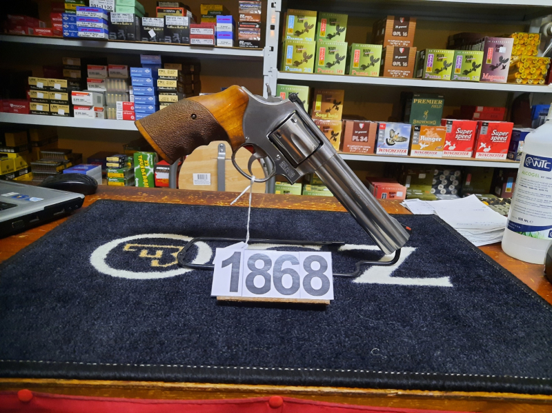 Revolver S&W 686 6'' crosse round butt demi ergonomique calibre 357 mag au prix de 600€